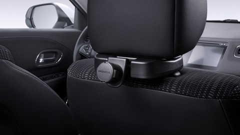 Detail súpravy držiaka na tablet pripevneného k prednému sedadlu