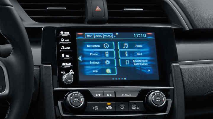 Detailný záber na ovládacie prvky klimatizácie modelu Honda Civic sedan.