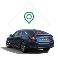 Zadný trojštvrťový pohľad na model Honda Civic sedan sgrafikou predajného miesta.