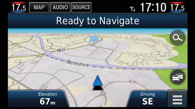 Priblížený pohľad na navigáciu Garmin 4-dverovej Hondy Civic.