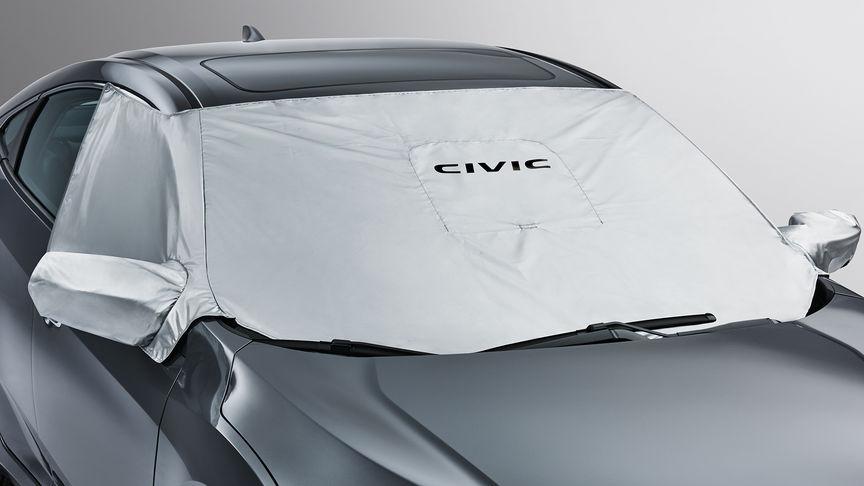 Predný trojštvrťový pohľad na 4-dverovú Hondu Civic s krytom čelného skla.