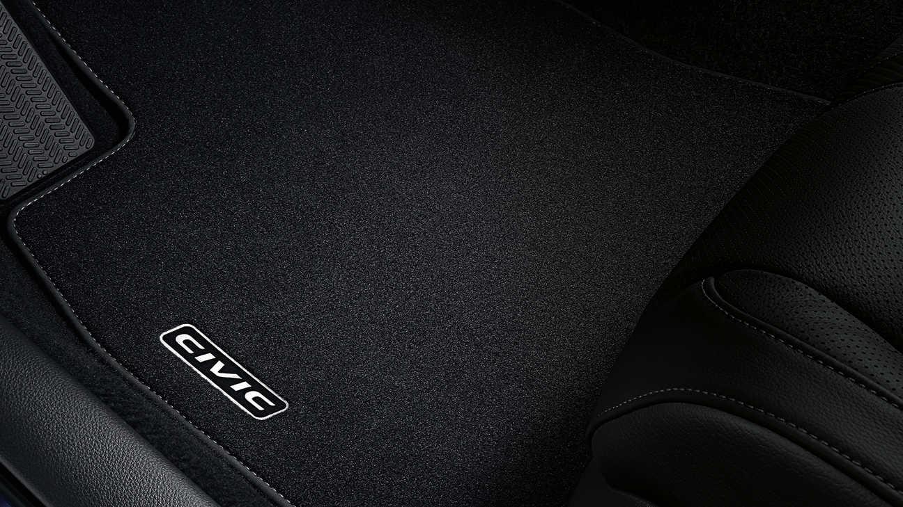 Detailný záber na koberec modelu Honda Civic 5D.