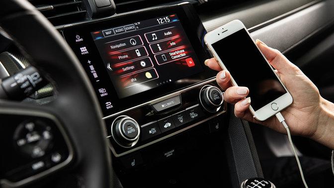 Priblížený pohľad na systém Honda CONNECT 5-dverovej Hondy Civic.