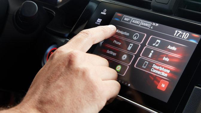 Detailný záber na informačno-zábavný systém Honda CONNECT s navigáciou Garmin.