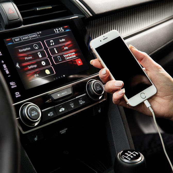 Detailný záber na informačno-zábavný systém Honda CONNECT s technológiou Apple CarPlay.