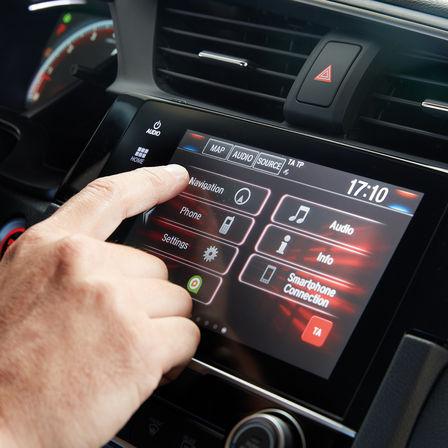 Detailný záber na informačno-zábavný systém Honda CONNECT.