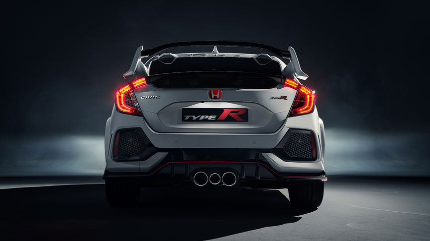 Pohľad na zadnú časť vozidla Honda Civic Type R s odpružením.