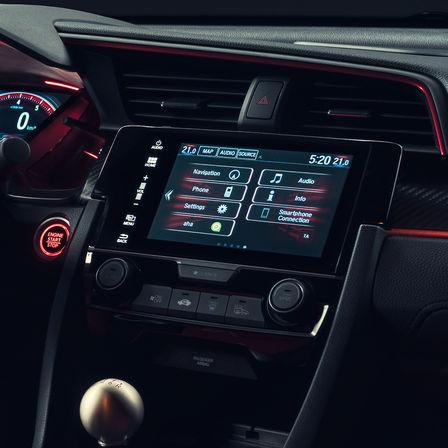 Priblížený pohľad na obrazovku systému CONNECT modelu Honda Civic Type R