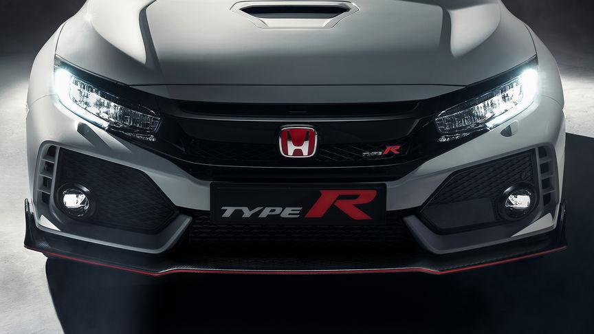 Priblížený pohľad na model Honda Civic Type R sprava znázorňujúci predné prieduchy a nárazník.