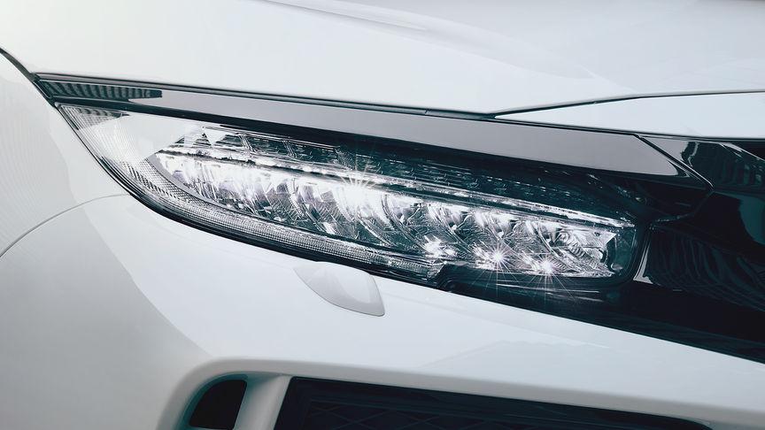 Detailný záber na LED svetlá modelu Honda Civic Type R.