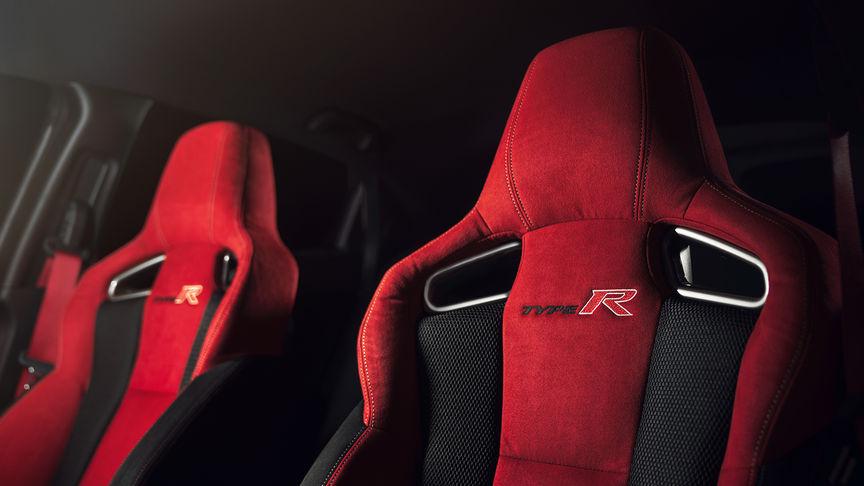 Detailný záber na športové sedadlá modelu Honda Civic Type R.
