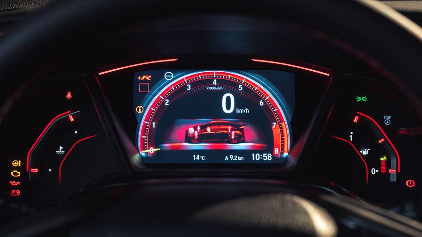 Priblížený pohľad na ukazovatele vozidla Honda Civic Type R v režime +R.