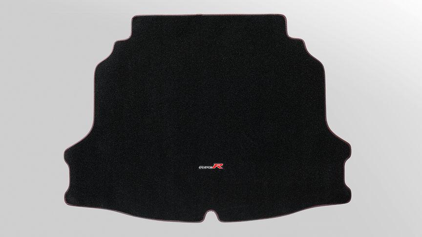 Priblížený pohľad na vložku do batožinového priestoru modelu Honda Civic Type R.