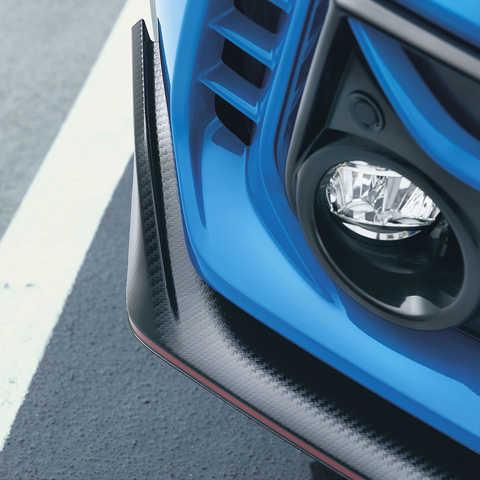 Detailný záber na nízky aerodynamický spojler modelu Civic Type R.