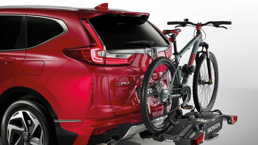 Bočný pohľad zozadu na balíky príslušenstva model Honda CR-V.