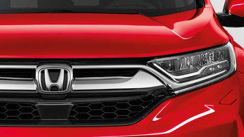 Detailný záber na systém aktívnych žalúzií na mriežke chladiča modelu Honda CR-V.