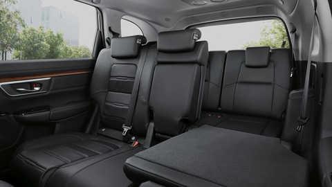 Bočný pohľad na sklápacie azadné doplnkové sedadlá modelu Honda CR-V.