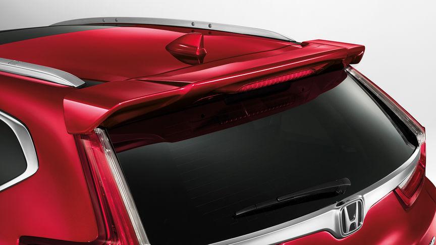 Detailný záber na zadný spojler na dverách batožinového priestoru modelu Honda CR-V.