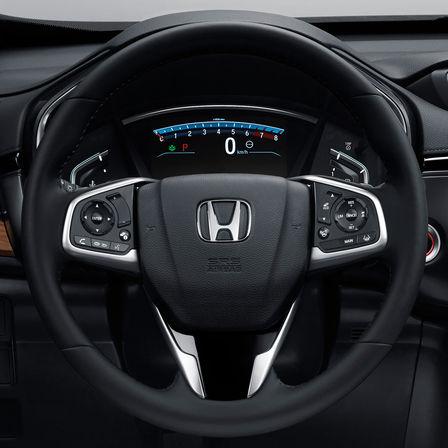Detailný záber na multifunkčný volant modelu Honda CR-V.