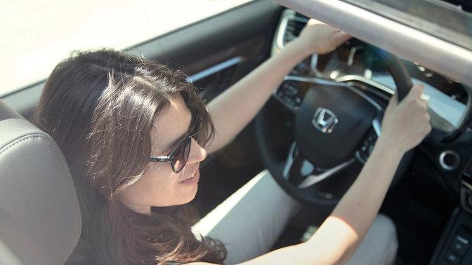 Detailný záber na citlivý dotykový panel modelu Honda CR-V.