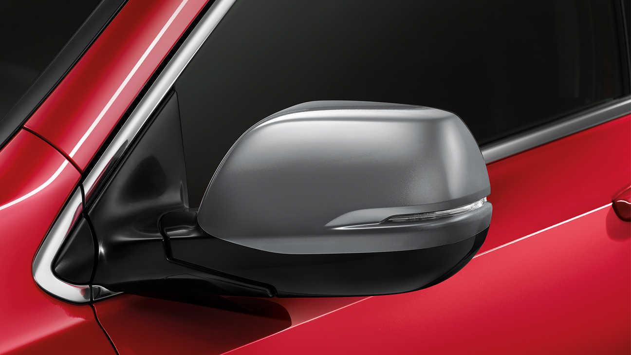 Detailný záber na kryty spätných zrkadiel modelu Honda CR-V.
