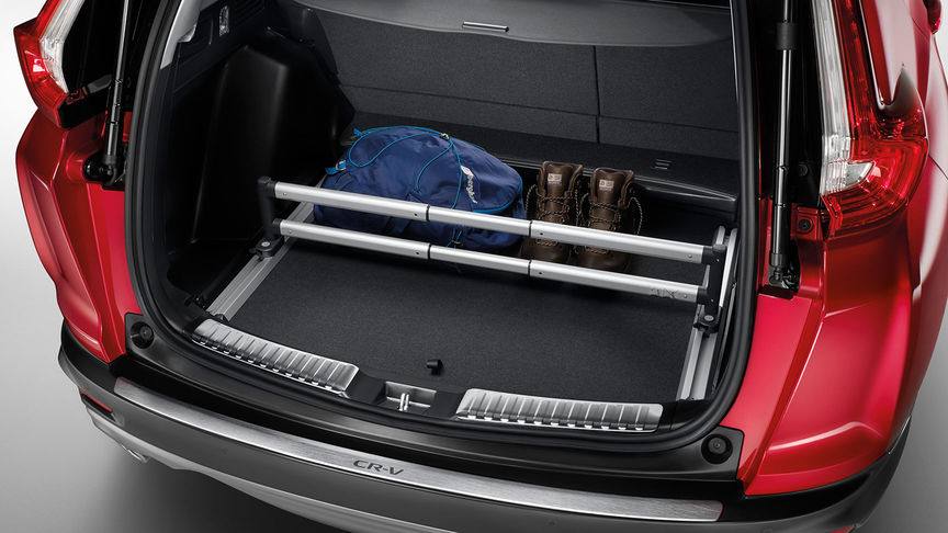 Zadný pohľad na model Honda CR-V sbalíkom príslušenstva Cargo.