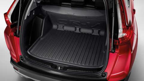 Zadný pohľad na vaničku do batožinového priestoru na intenzívne používanie modelu Honda CR-V.