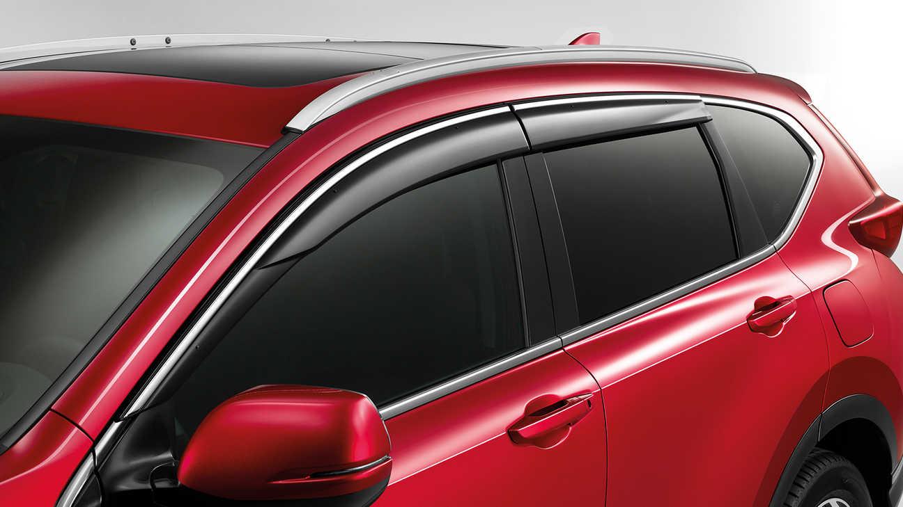 Detailný bočný záber na deflektory modelu Honda CR-V.