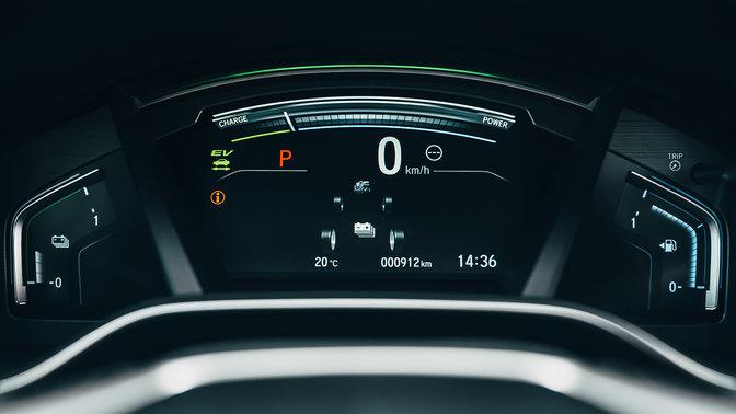 Detailný záber zboku na displej TFT modelu Honda CR-V Hybrid.