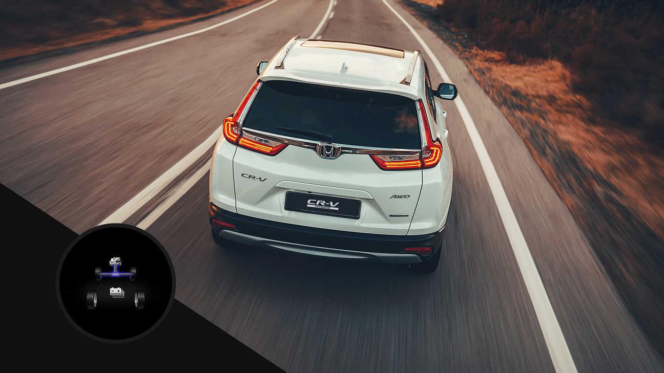 Pohľad zozadu na model Honda CR-V Hybrid na ulici.