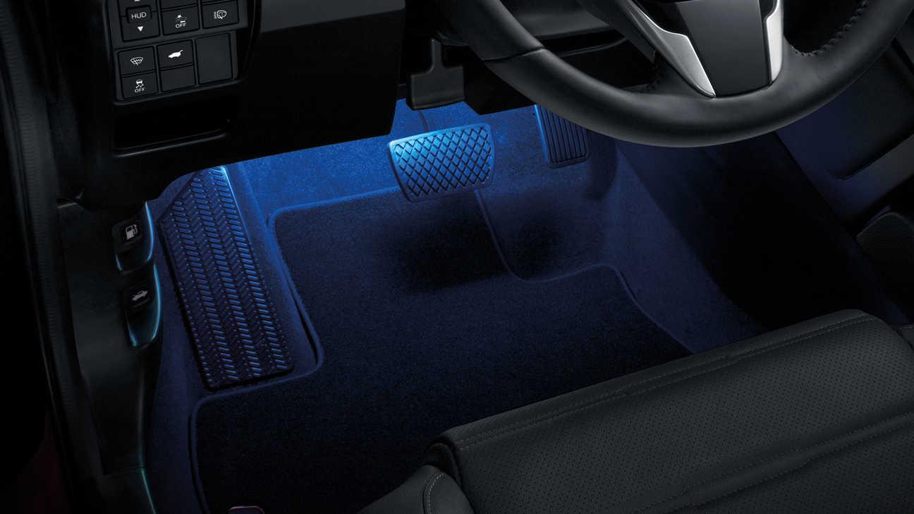 Detailný záber na model Honda CR-V Hybrid sbalíkom osvetlenia Illumination.
