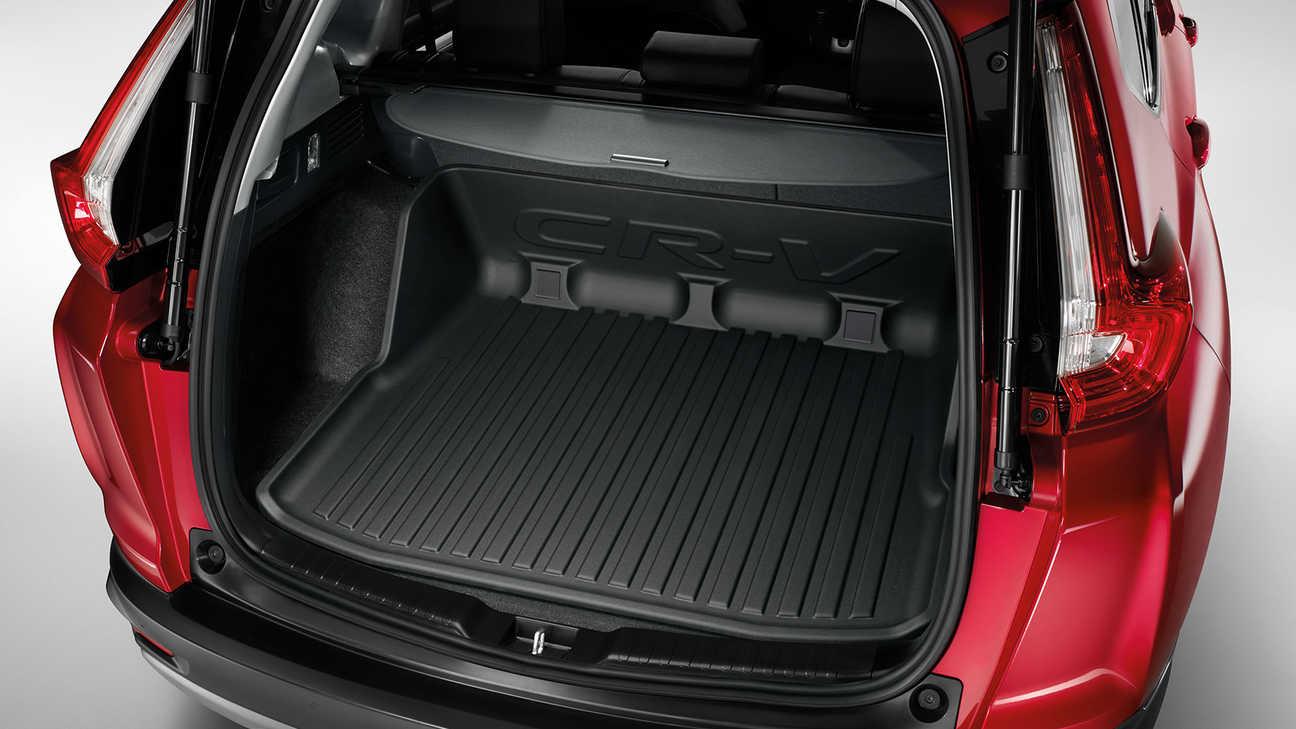 Zadný pohľad na vaničku do batožinového priestoru na intenzívne používanie modelu Honda CR-V Hybrid