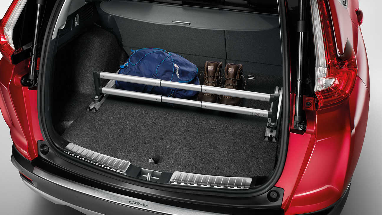 Zadný pohľad na model Honda CR-V Hybrid vybavený balíkom Cargo.