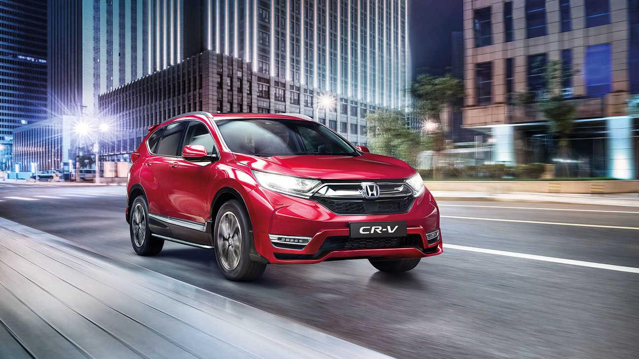 Predný trojštvrťový pohľad na model Honda CR-V Hybrid vybavený balíkom Aero.
