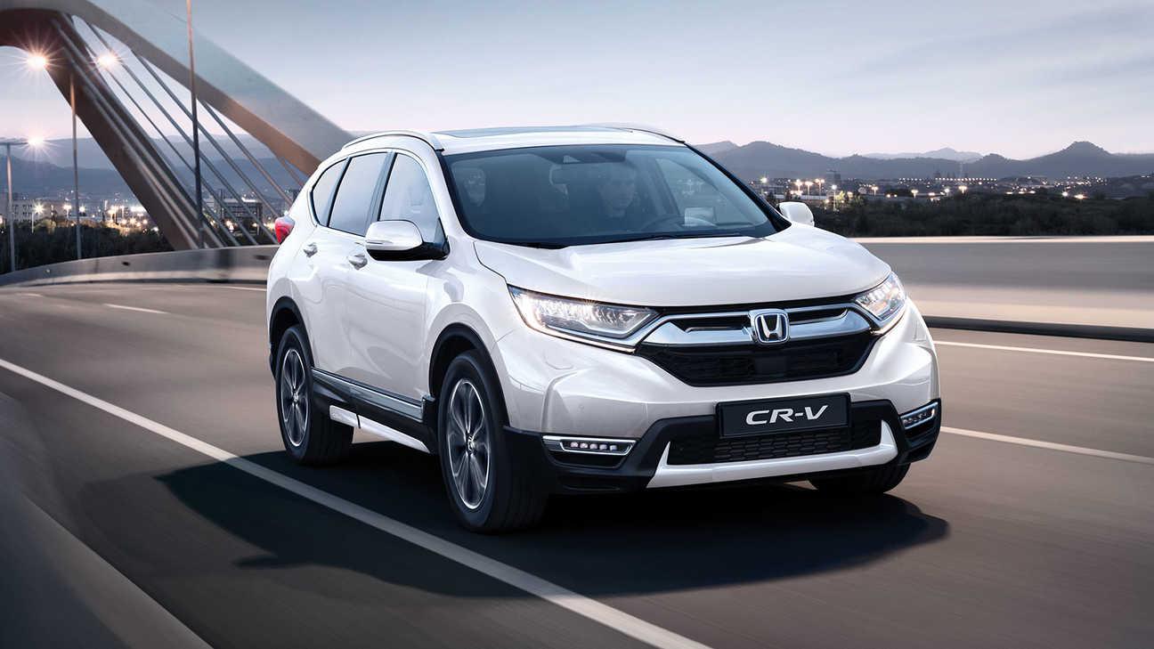 Predný trojštvrťový pohľad na model HondaCR-V Hybrid vybavený balíkom Style.