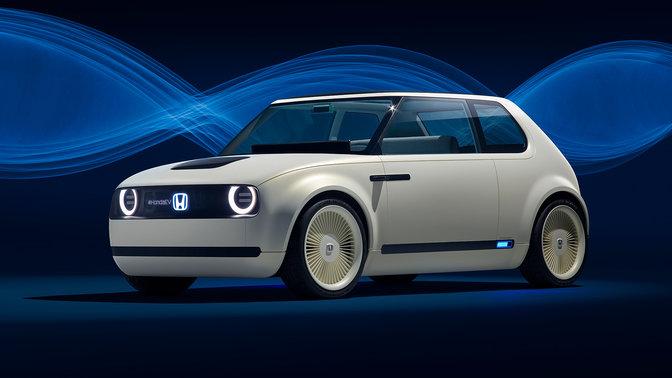 Pracovníci továrne spoločnosti Honda v sklade.