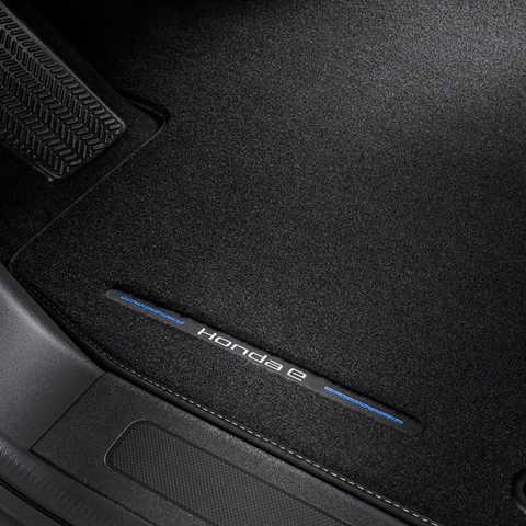 Detailný záber na podlahovú rohož modelu Honda e.