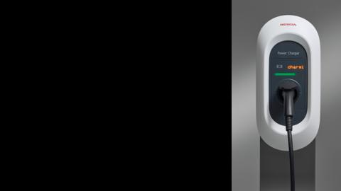 Detailný záber nabíjačky Honda Power Charger S+.