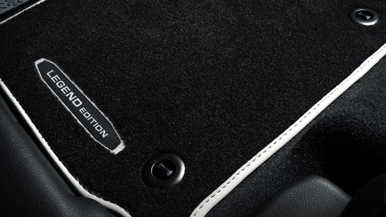 Detailný záber na rohože Honda HR-V Legend s logom.