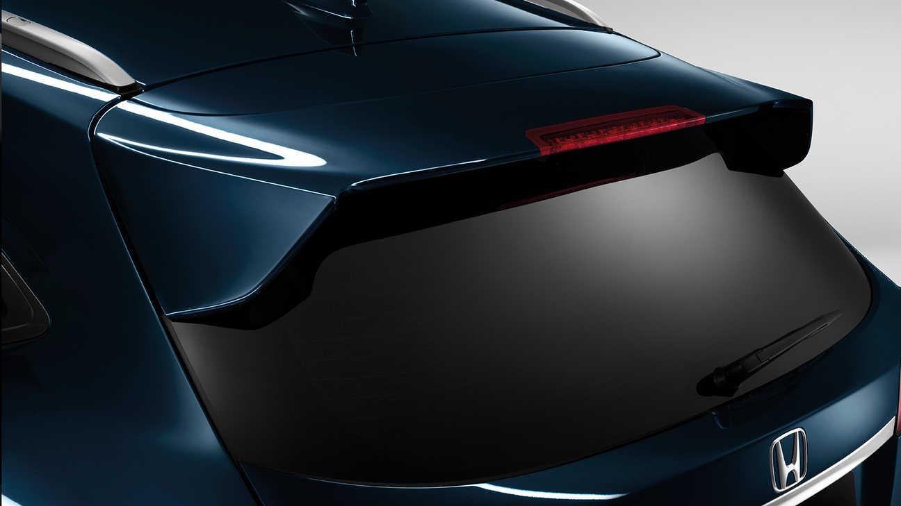 Detailný záber na spojler dverí batožinového priestoru modelu Honda HR-V.