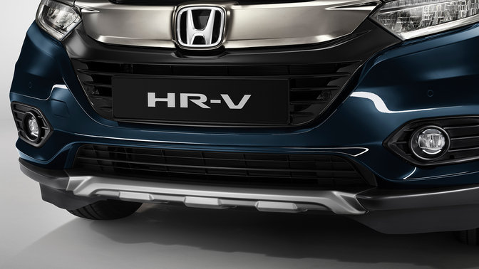Front three-quarter facing Honda HR-V.
