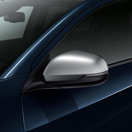 Bočný pohľad na spätné zrkadlo modelu Honda HR-V.