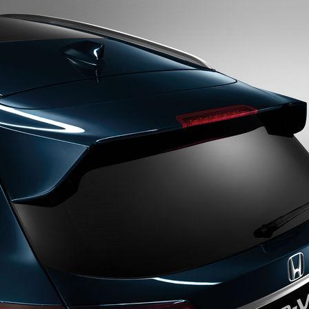 Bočný pohľad na spojler dverí batožinového priestoru modelu Honda HR-V.
