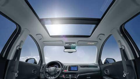 Pohľad na vnútorný priestor a osvetlenie modelu Honda CR-V.