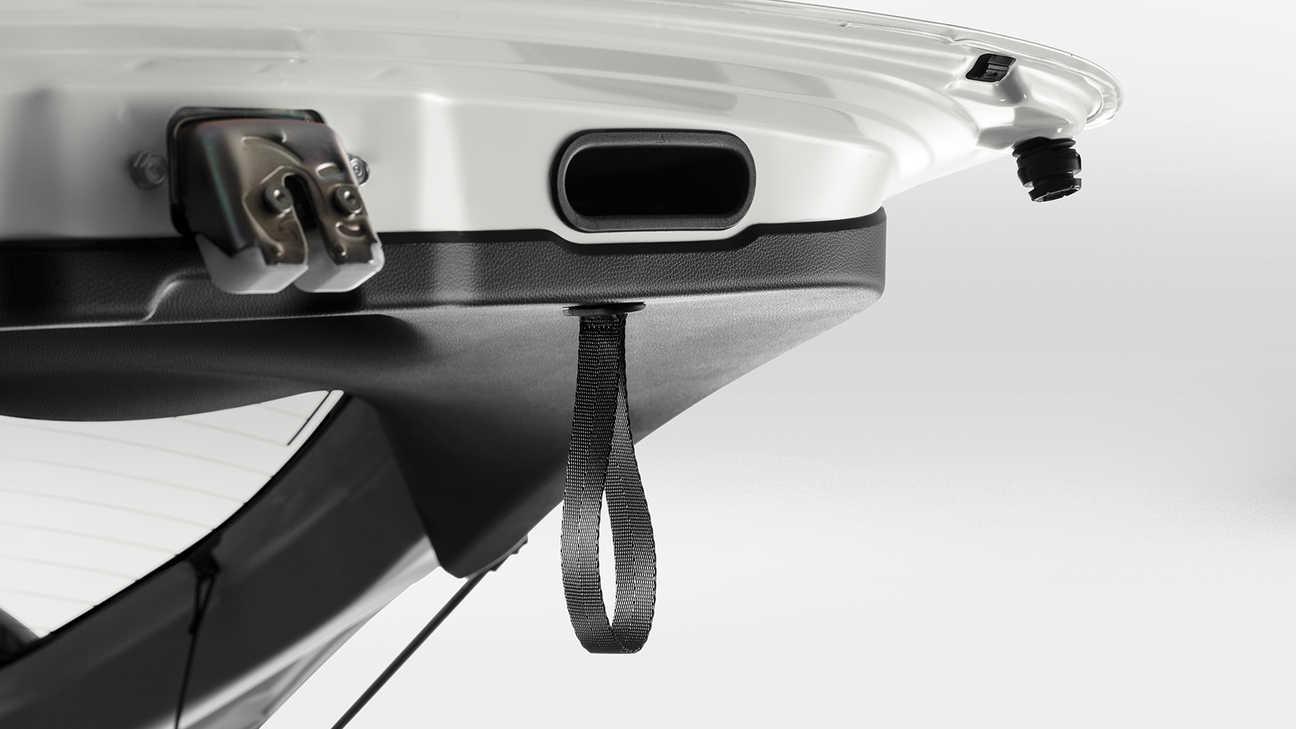 Detailný záber na popruh na dverách batožinového priestoru modelu Honda Jazz.