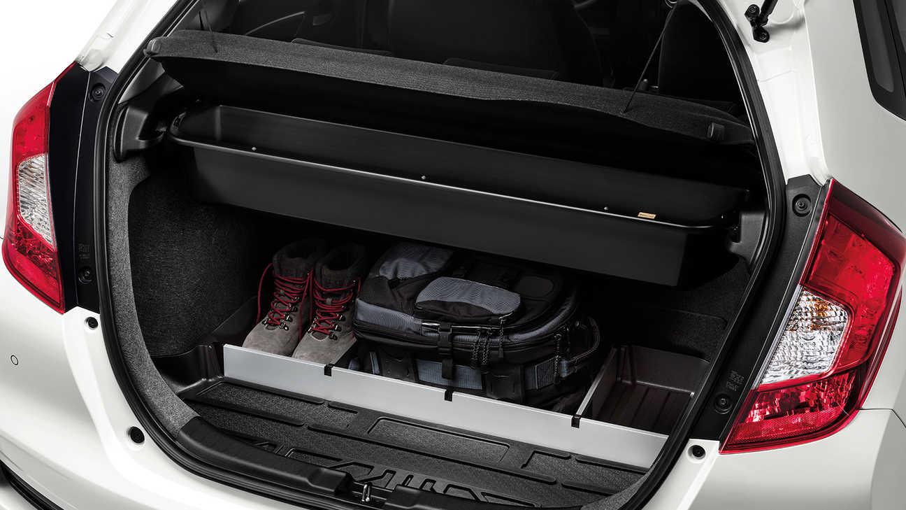 Zadný pohľad na balík Cargo modelu Honda Jazz.