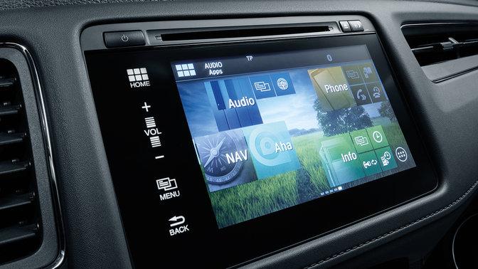 Detailný záber na obrazovku systému Honda CONNECT vmodeli Honda Jazz.