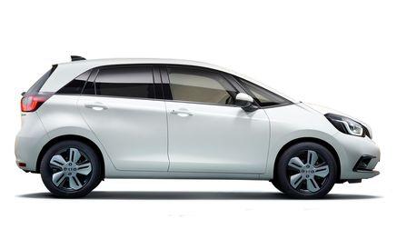 Trojštvrťový pohľad spredu na model Honda Jazz Hybrid