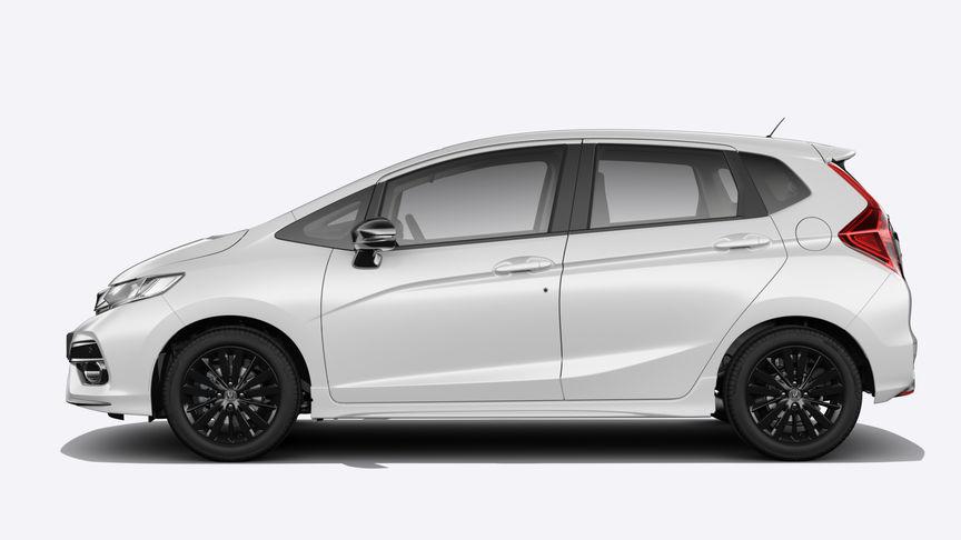 Bočný pohľad na vozidlo Honda Jazz vperleťovej bielej farbe White Orchid.