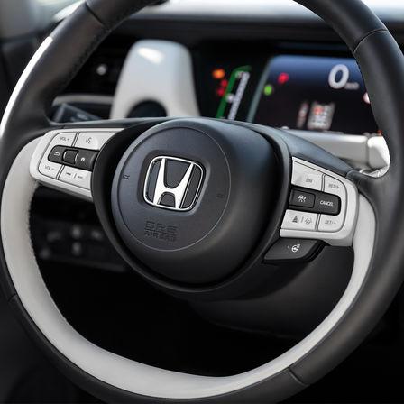 Detailný záber na volant vozidla Honda Jazz